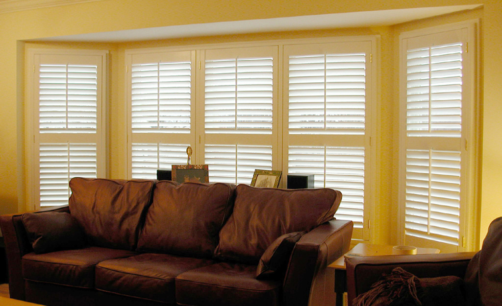 Indoor Plantation Shutters 2 1 4 Quot Louvers With Mid Rails